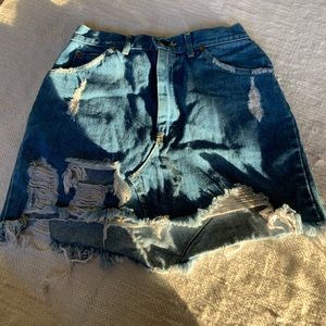 LF furst of a kind•  denim skirt size 25